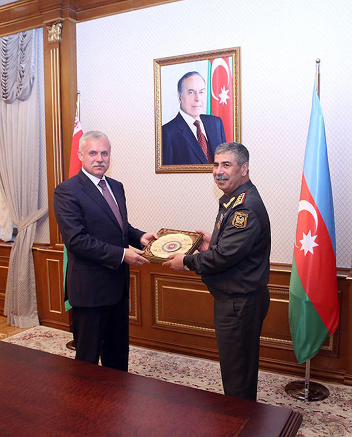 Azerbaijan's defense minister meets state secretary of Security Council of Belarus (PHOTO)