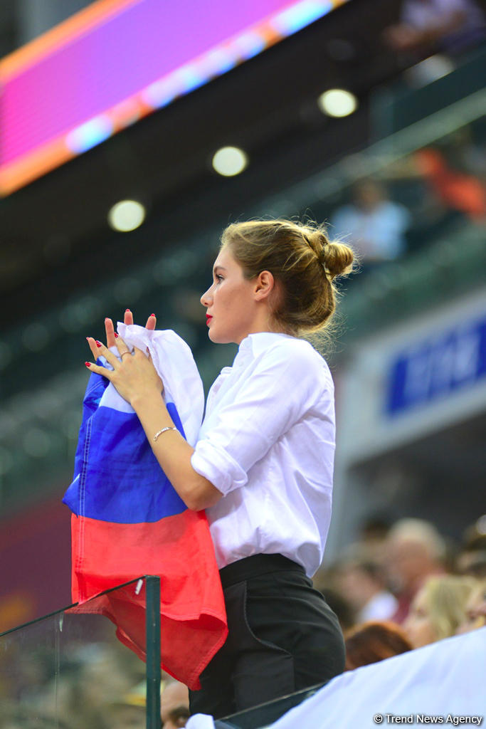 Milli Gimnastika Arenasında dünya çempionatı çərçivəsində qrup hərəkətlərdə komanda yarışları davam edir (FOTO)