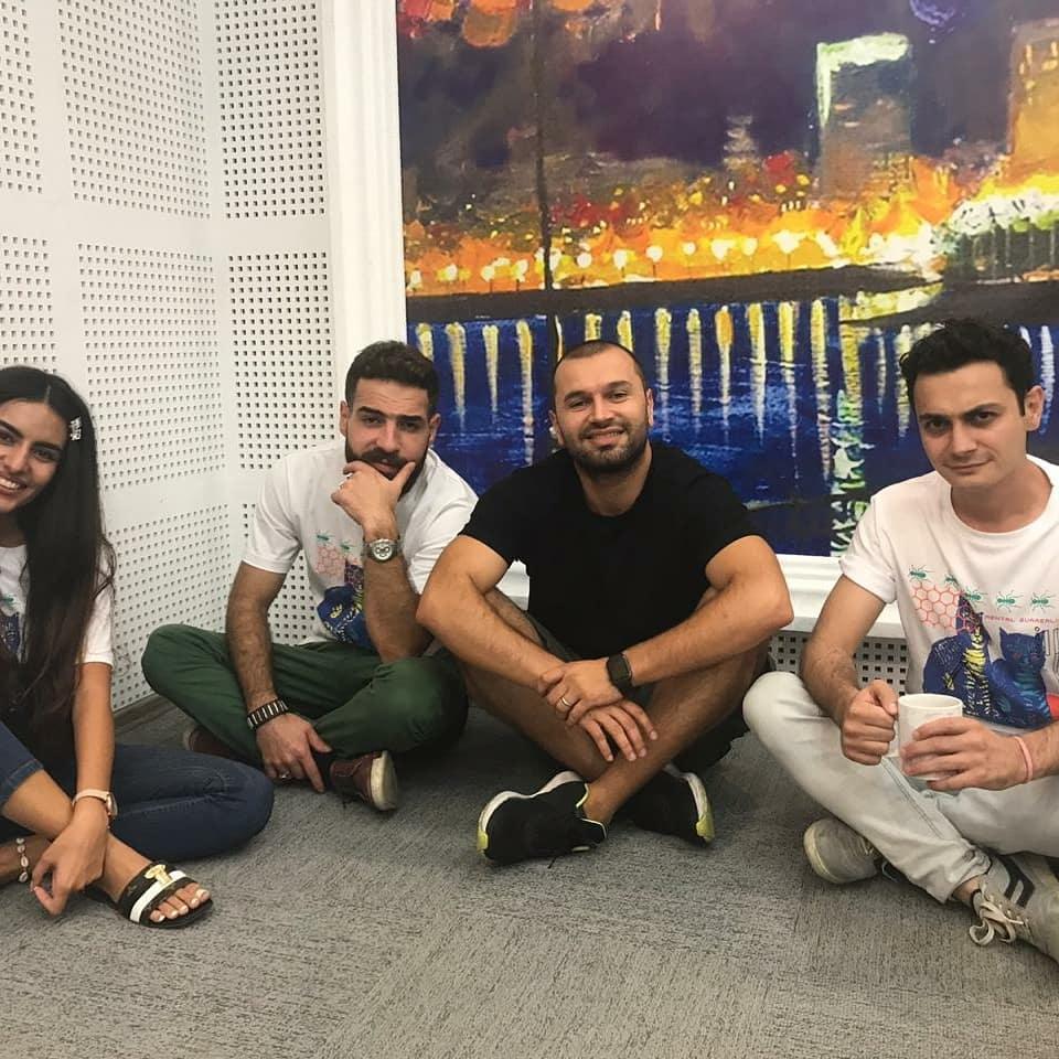 24 часа без сна и отдыха! Азербайджанские радиоведущие вписали свои имена в историю (ФОТО)
