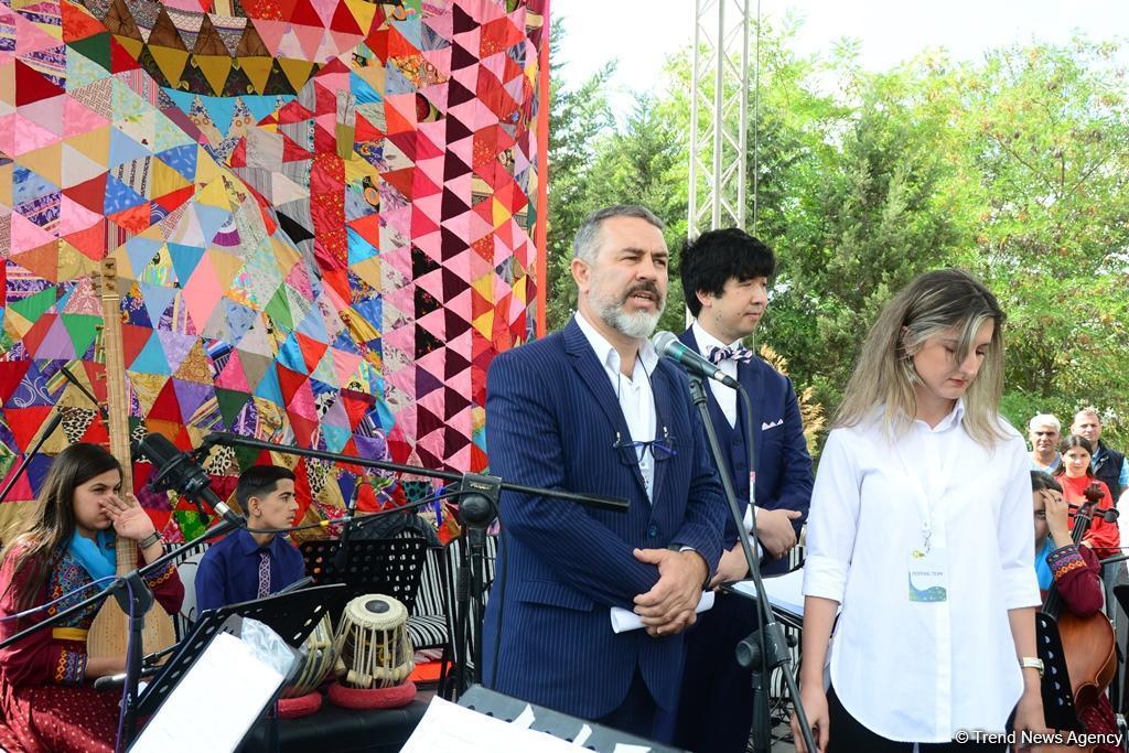 В рамках Фестиваля Насими в Шамахы прошло торжественное открытие выставки миниатюр и представлен концерт