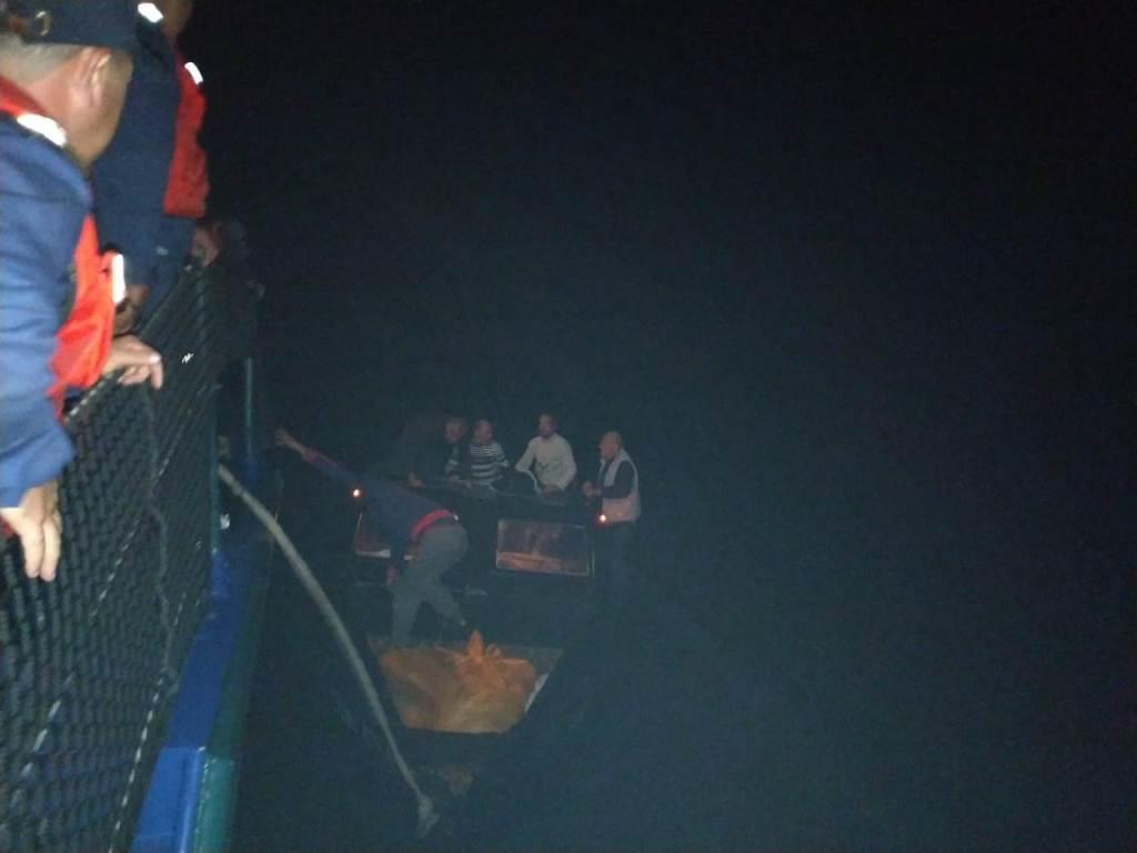 На Каспии спасены трое из четырех пропавших ранее рыбаков (ФОТО)