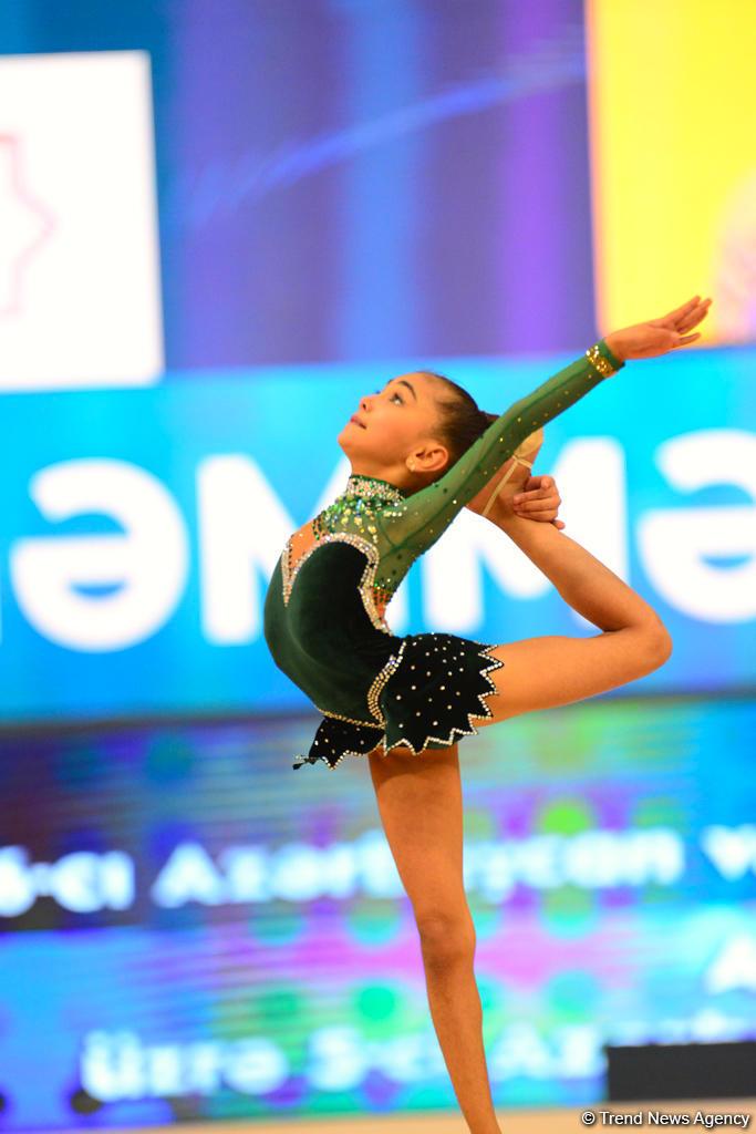 Bədii gimnastika üzrə Azərbaycan və Bakı birinciliyi və bölgələrarası kuboku yarışları davam edir (FOTO)