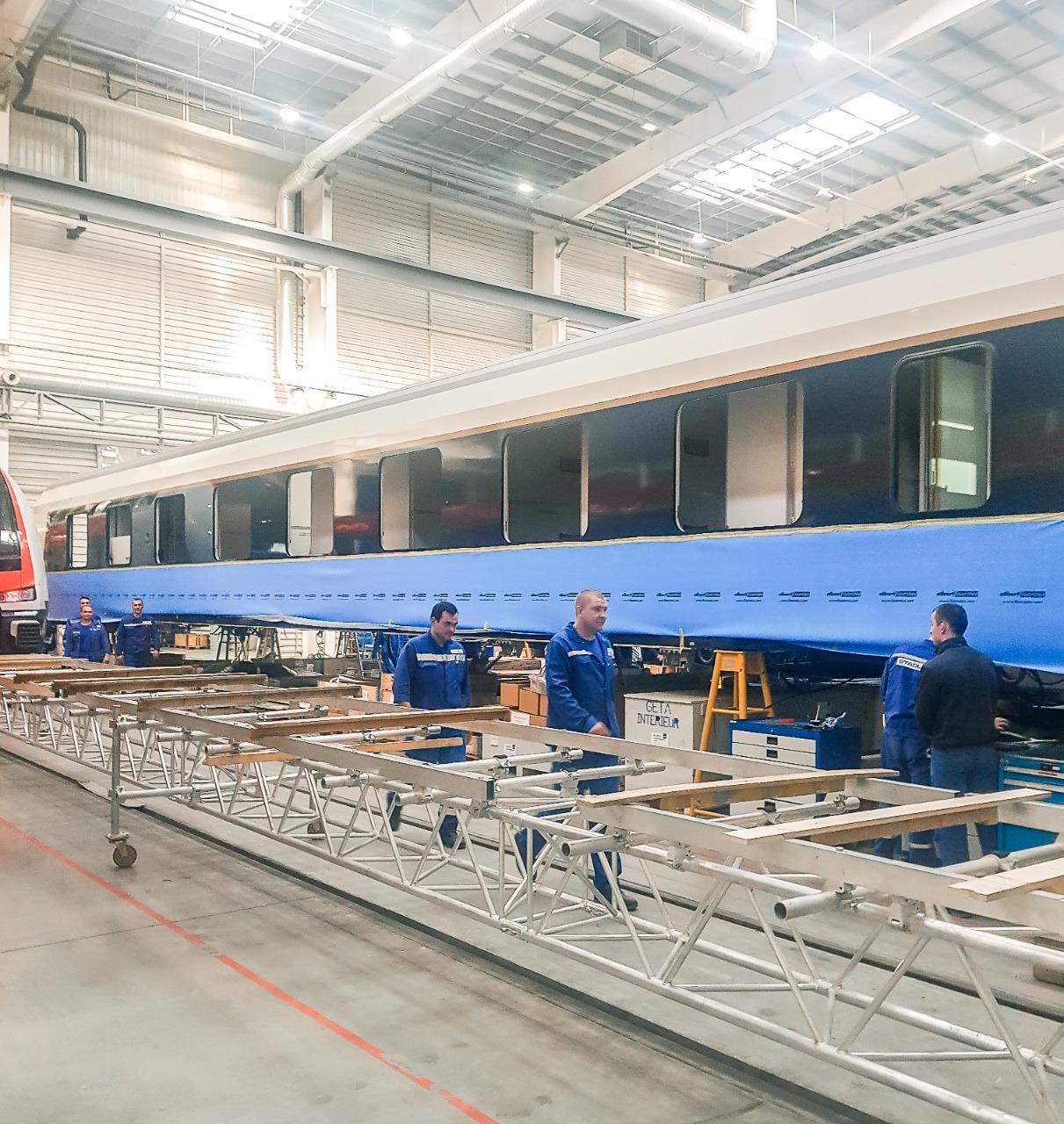 Произведен осмотр двухъярусных электрических поездов и вагонов спального типа, собранных по заказу Азербайджана в Минске (ФОТО)