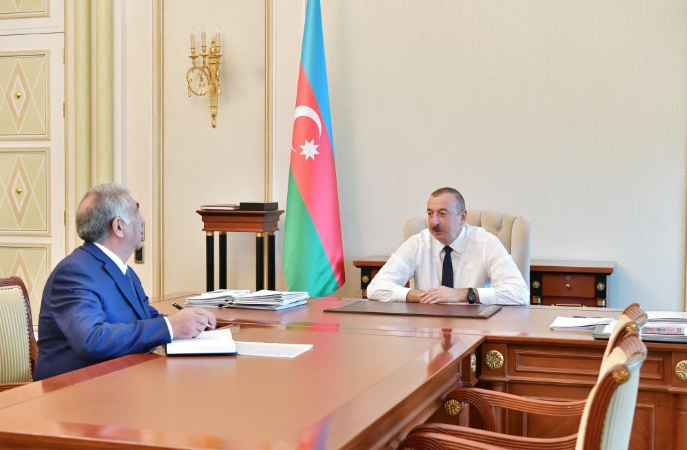 President Ilham Aliyev receives chairman of Board of Directors of Azerbaijan Highway State Agency (PHOTO)