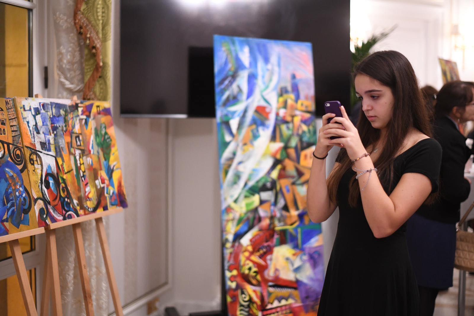 В Париже чествовали свободных женщин Азербайджана и Грузии  (ФОТО)