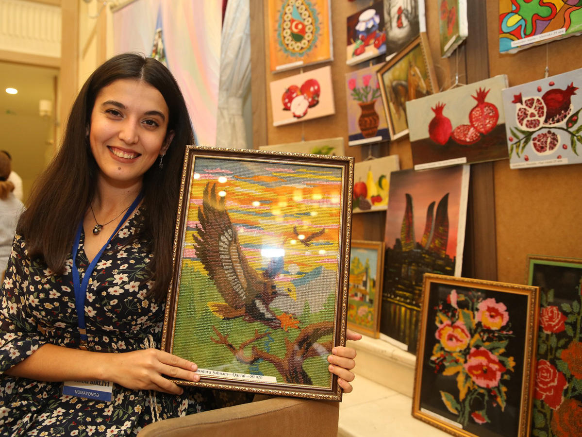 Azerbaijan's Agency for Development of SMEs supporting entrepreneurs in product sales (PHOTO)
