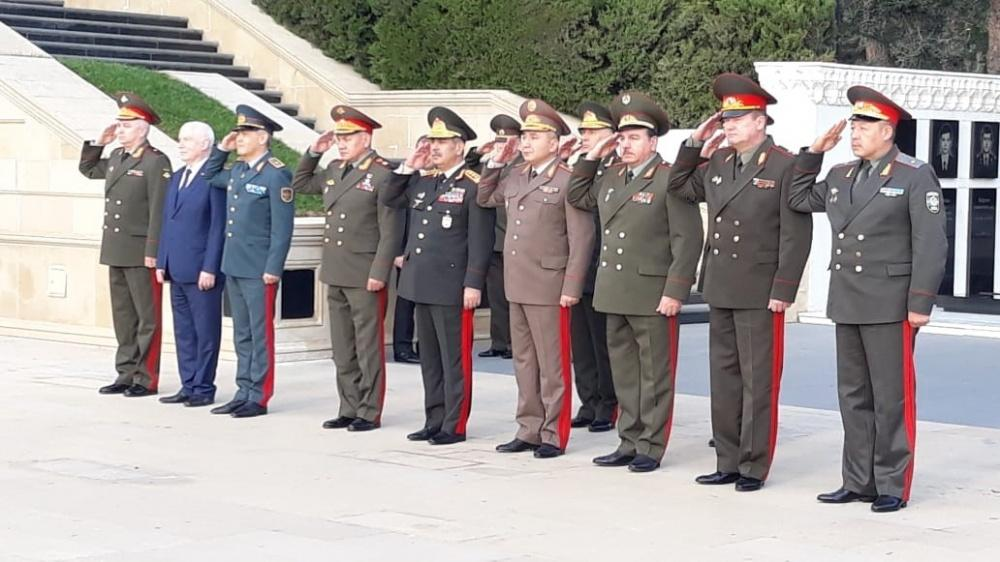 Participants of CIS Council of Defense Ministers Meeting visit Alley of Martyrs in Baku (PHOTO)