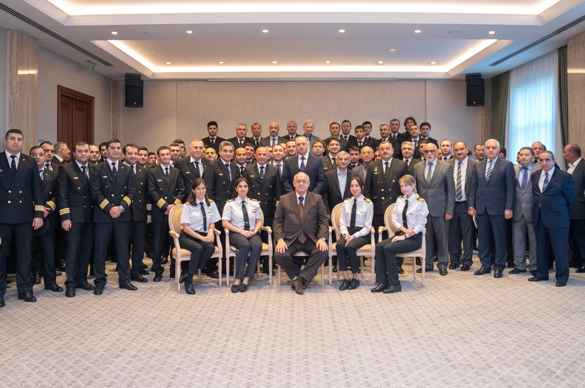 Президент AZAL Джахангир Аскеров провел собрание летного состава (ФОТО)