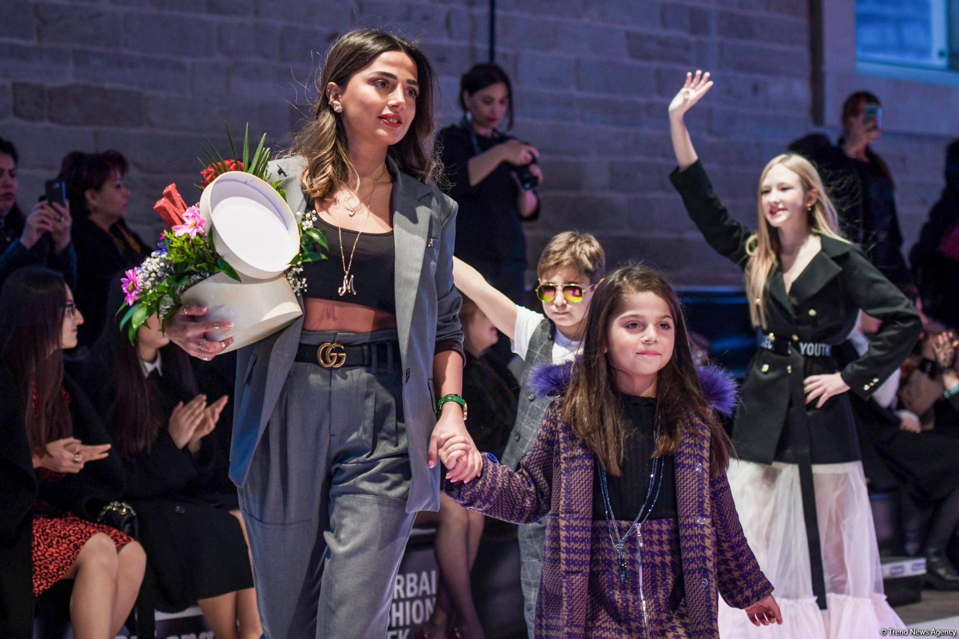 Королевская роскошь и богатые вечерние наряды  - второй день Azerbaijan Fashion Week (ФОТО)