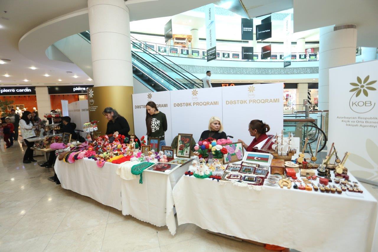 В Баку проводится выставка-продажа по случаю Международного дня инвалидов (ФОТО)