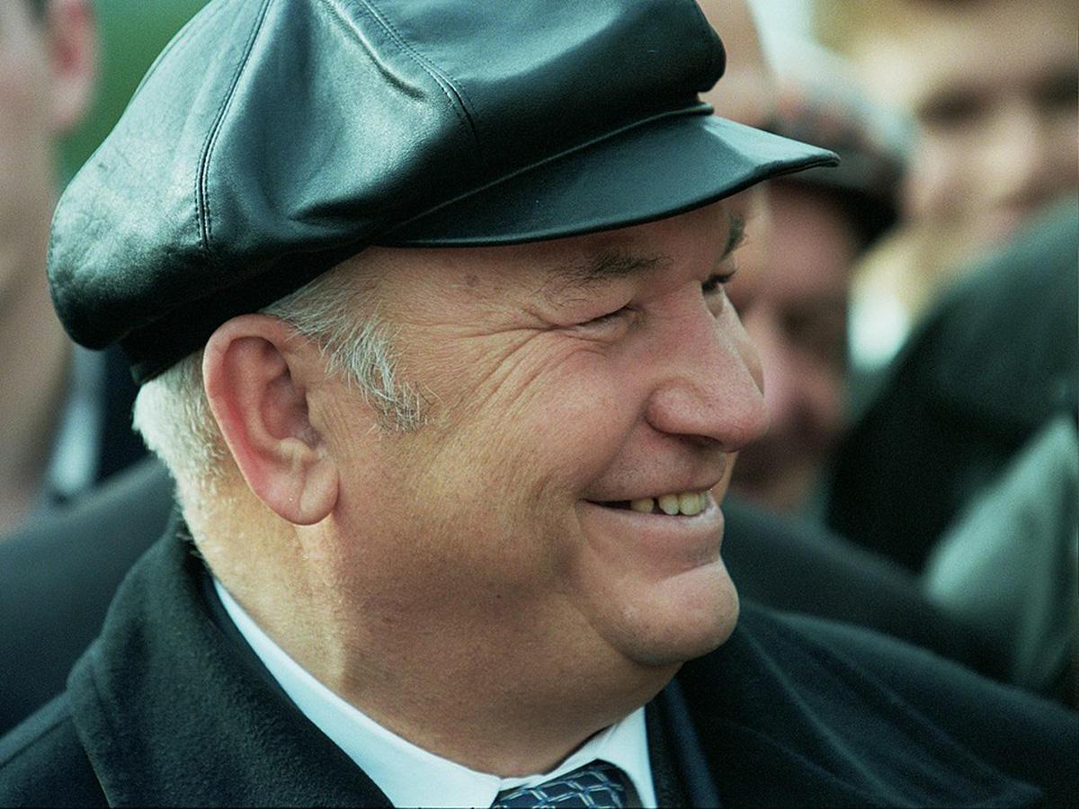 Первую кепку Юрию Лужкову подарили во время визита в Баку (ФОТО)